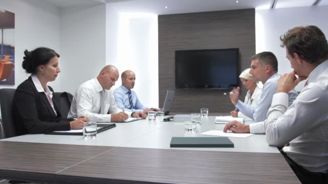 HD: Geschäftsmann, sitzen mit strategischer Partner