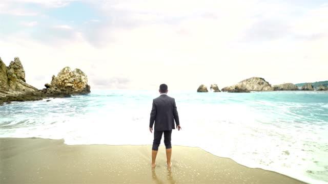 Geschäftsmann am Strand - 4K Auflösung