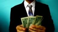 Uomo d'affari mostra il denaro