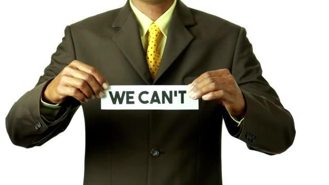 """Uomo d'affari di Strappare la carta per trasformare parola"""" Senza Fiato """"in"""" non possiamo"""