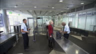 HA WS Businessmen and women going through airport security checkpoint/ Munich, German