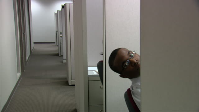 MS Businesspeople peeking their heads out of cubicles / Rye Brook, New York, USA