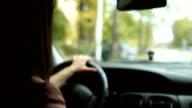 Geschäftsfrau aus dem Auto