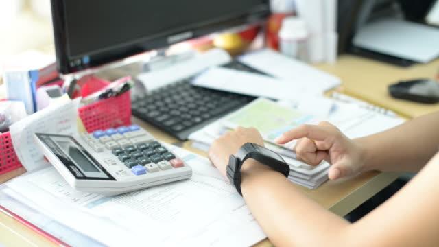 Businesswoman hand using the smart watch