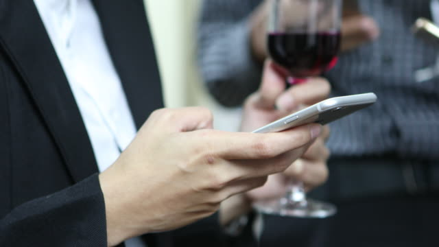 Geschäftsfrau Hände mit smartphone