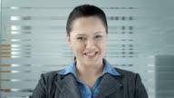 HD: Geschäftsfrau, die eine Video-Konferenz