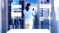 HD DOLLY: Geschäftsfrau mit futuristisch Video Conference