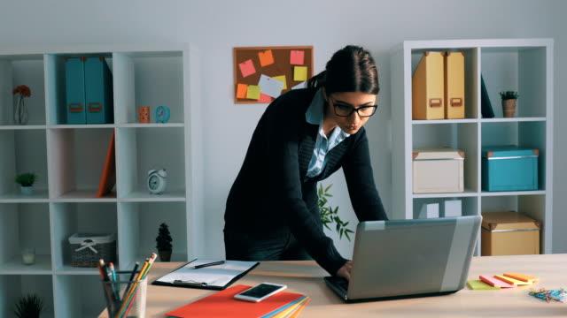 Zakenvrouw werken In haar kantoor