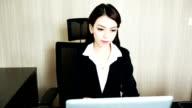 Donna d'affari, lavorando con Computer portatile
