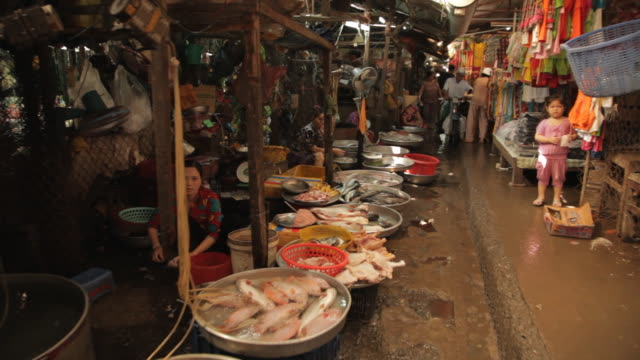WS Busy Market at Night / Vietnam