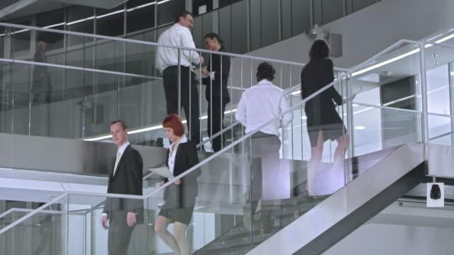LD bezet trappenhuis en gangen in corporate gebouw