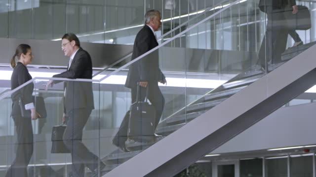 TU drukke trap van een zakelijke gebouw