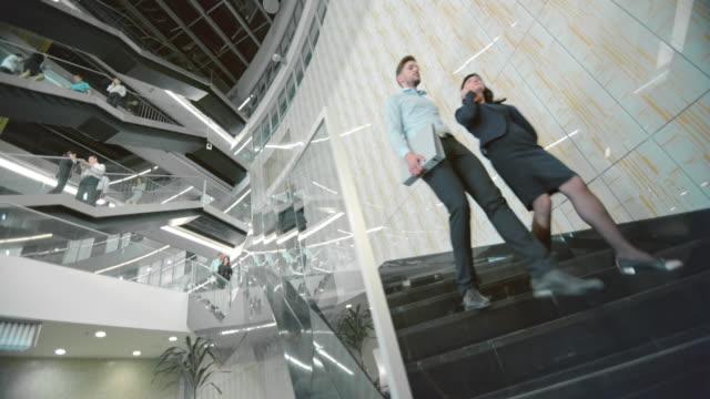 DS langen Treppe eines business-Gebäudes