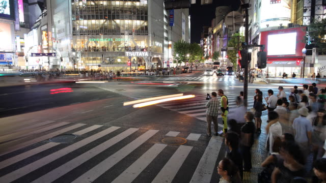 T/L WS HA Busy street intersection at night / Tokyo, Japan