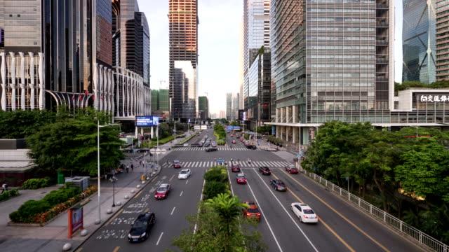 Belebten Verkehr auf der urban street und moderne Gebäude in shenzhen Tag zur Nacht, Zeitraffer.