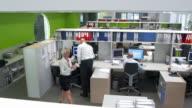 HD CRANE: Beschäftigt Arbeitnehmer im Büro
