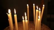 Kerzen in der Kirche in Rom