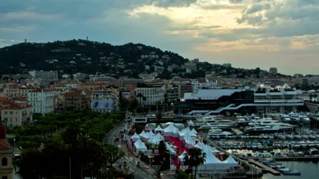 Cannes alba Zoom
