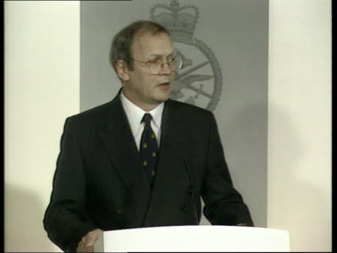 Captured US soldiers U'LAY Edgar Buckley pkf London Ministry of Defence INT Edgar Buckley press conference SOT We will hold Milosevic personally...