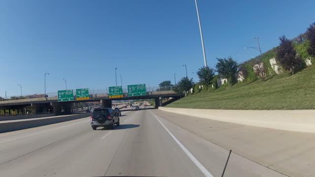 POV Auto nähern der Innenstadt von Chicago entfernt vom freeway