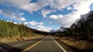 Auto fahren auf scenic road Icefields parkway