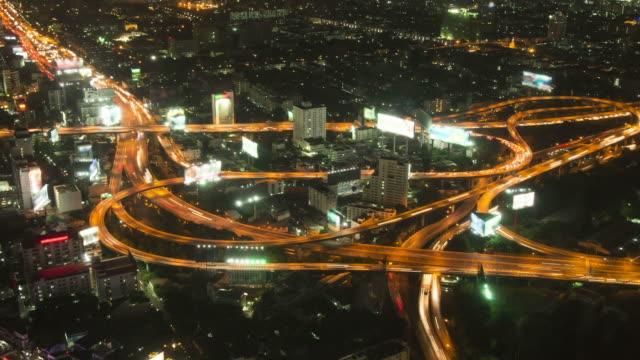 Luce auto di notte sulla Highway