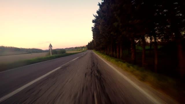 auto rijden in het Italiaanse heuvels oogpunt