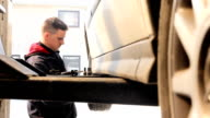 Car workshop (HD)