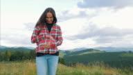 Sorgfältige schwangeren Bauch zu berühren