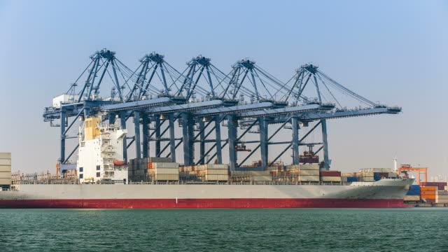 Cargo Schiff Beladen
