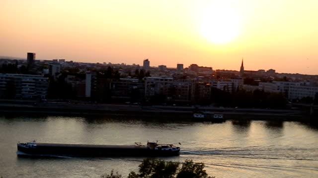 Vele nave Cargo sul Danubio