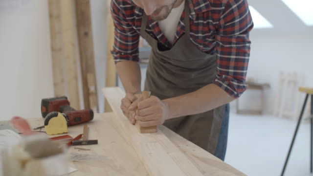 4 K: Carpenter Carving Plank.