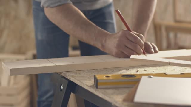 Tischler Kennzeichnung ein Stück Holz