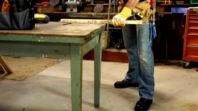 CRANE HD: Carpenter/Reparatur Mann benutzt habe in Workshops