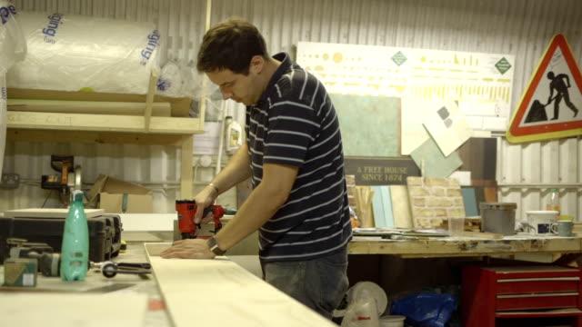 Schreiner Arbeiten auf Holz-workshop