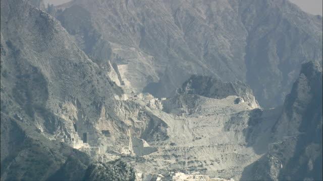 Carrara-Marmor-Steinbruch-Luftaufnahme-Toskana-Provinz von Massa Carrara Carrara, Italien