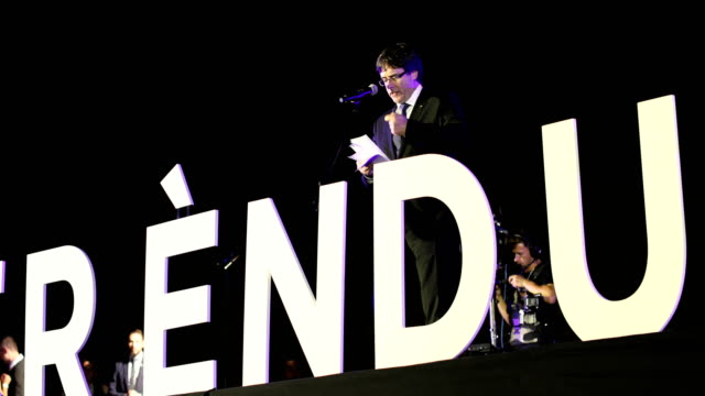 Catalan President Carles Puigdemont addresses a crowd on October 2 Barcelona Spain The Catalonian referendum vote took place on October 1 2017 in...