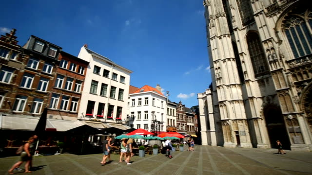 Cathedral in Antwerp with tourist, panning