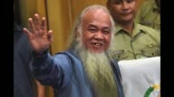 A Catholic priest kidnapped by Islamic State supporters when they occupied parts of a southern Philippine city nearly four months ago appears at a...