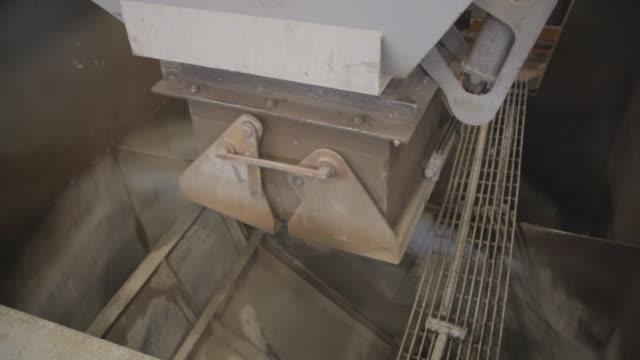 Cement mixer divider