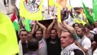 Centenares de palestinos se movilizaron en Belen en el funeral de un nino de 13 anos que murio durante enfrentamientos con fuerzas de seguridad...