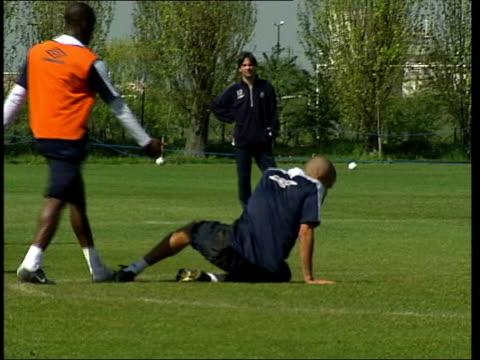 Chelesa hopes ITN ENGLAND London Chelsea footballers training PAN Juan Sebastian Veron falling Claudio Ranieri press conference SOT We decided to...