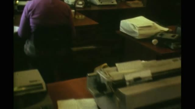 Chancellor Philip Hammond 'no unempoyment' gaffe FS131175002 / Colour Footage of typing pool