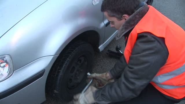 HD: Changing The Tire