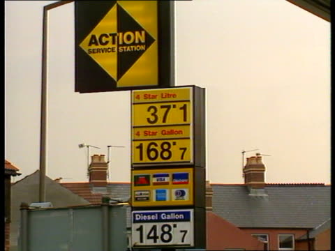 Cheap Petrol at Cardiff Garage **** FOR WALES Cardiff Cars into 'Action' garage selling petrol for 168p per gallon Motorists filling tanks Nearby...