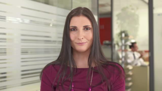 HD: Fröhlich Geschäftsfrau während Video Conference