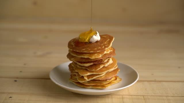 cheese pancake with honey