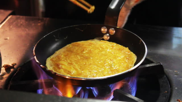 Chef cooks an omelette