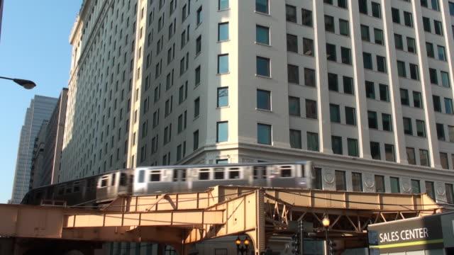 Chicago - El train passes through