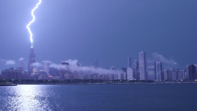 WS Chicago skyline night / Lightning strikes Willis Tower